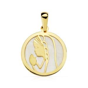 Medalla con la Virgen Niña rezando de nácar blanco y Oro 18kt 17mm
