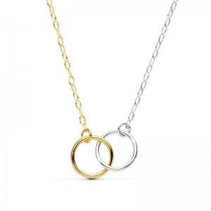 Gargantilla doble aro en oro bicolor de 18 ktes formada por cadena de eslabones tipo forzada.