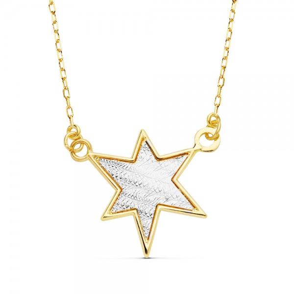 Gargantilla en oro bicolor 18kts compuesta por colgante en forma de estrella con un acabado interno tallado en oro blanco.