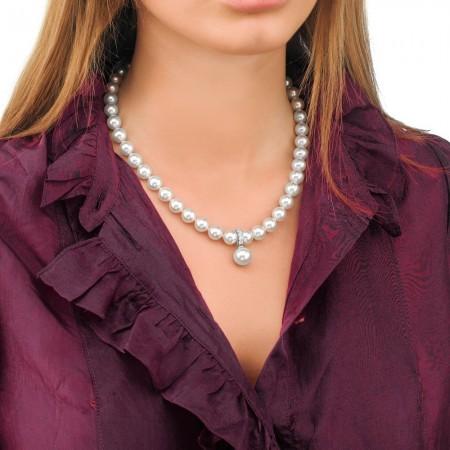 Collar de perlas con colgante ajustable