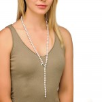 Collar largo ajustable con perla blanca